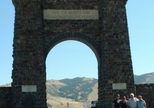 yellowstone entrance arch